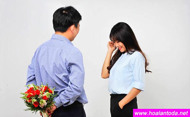 moi quen co nen tang hoa khong